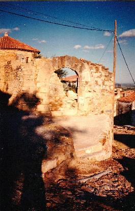Porta d'entrada tapiada en 1986