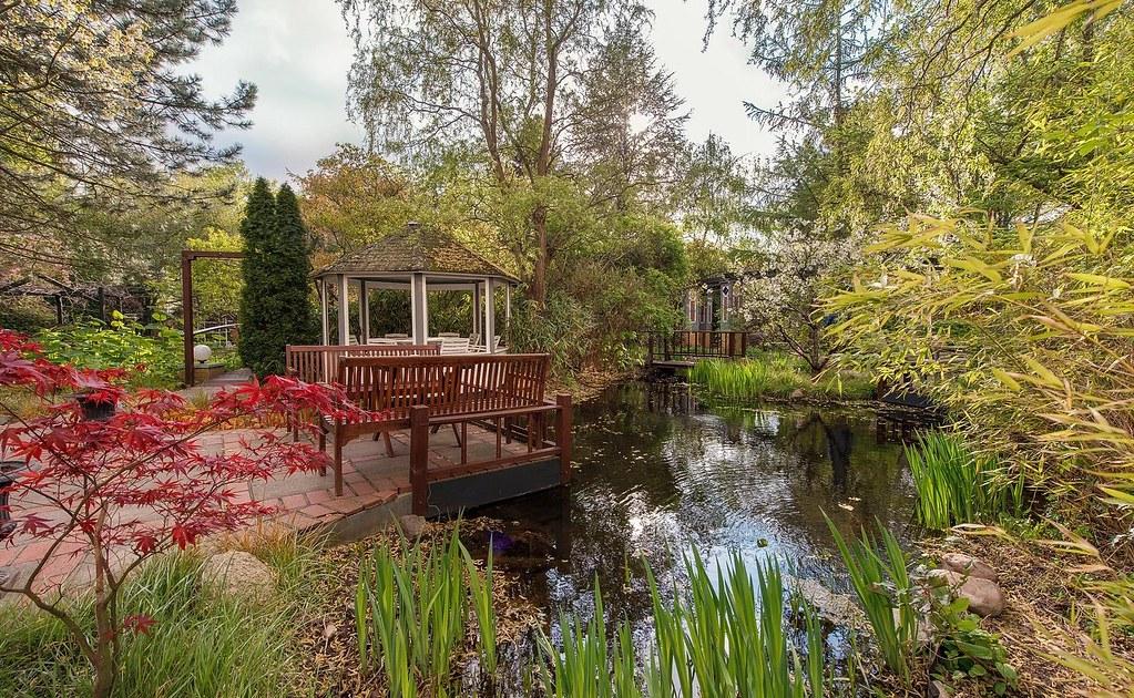 Grenzfall Garten Mit Teich Und Teehaus Der Garten Im Hotel Flickr