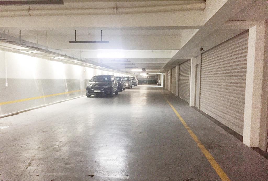 Hầm có lối đi riêng, và có thể đậu xe hơi bên ngoài