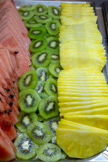 Ananas Buffet fresh fruit at a buffet - pineapple, kiwi and watermelone | flickr