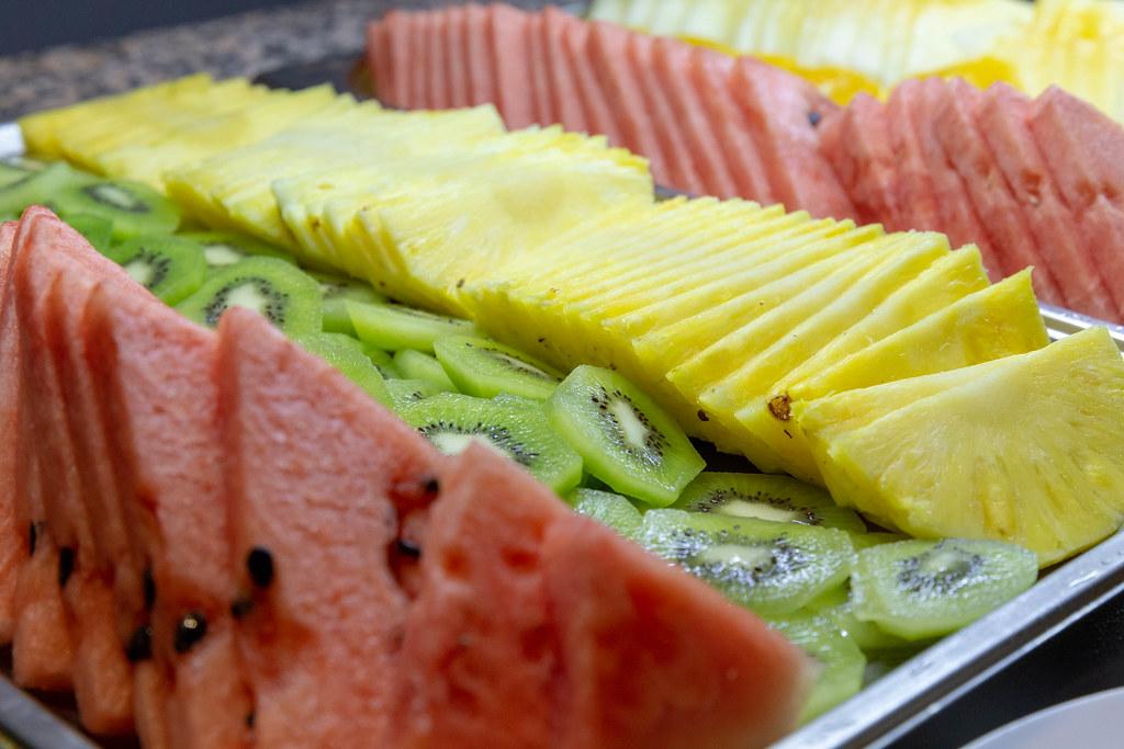 Ananas Buffet obstscheiben an einem buffet -wassermelone, ananas und kiw… | flickr