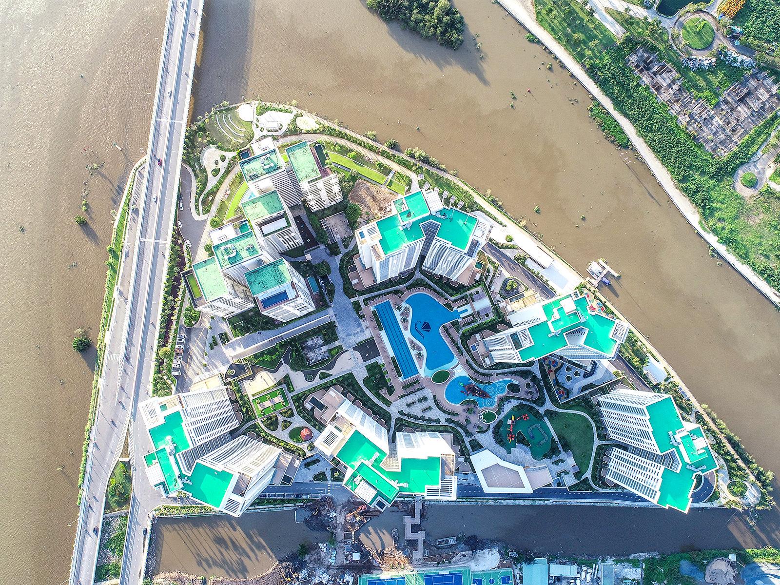 Dự án Đảo Kim Cương giai đoạn 2 gồm 5 tòa tháp mang tên 5 hòn đảo nổi tiếng thế giới: Hawaii, Bora Bora, Maldives, Bahamas và Canary. Cách đặt tên này là một thông điệp ngụ ý về việc biến đảo Kim Cương thành hòn đảo nghỉ dưỡng (Resort Home).