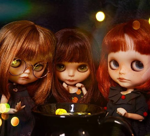 I'll try make this the last blythe picture for a while... but happy Halloween from my little coven 🎃 | by emmr_ {bjd}