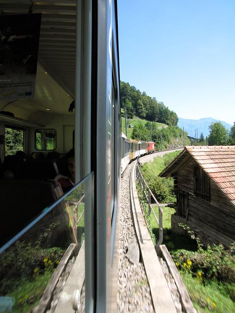 how to get from zurich to interlaken