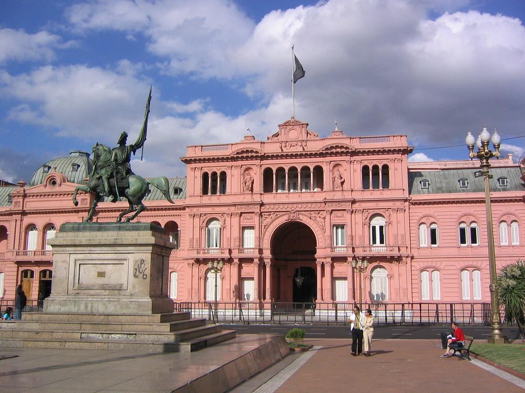 Casa rosada this is the famous casa rosada or pink for Casa argentina