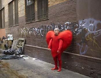 Valentine Man In Heart Costume In Alley Gnotalex Flickr