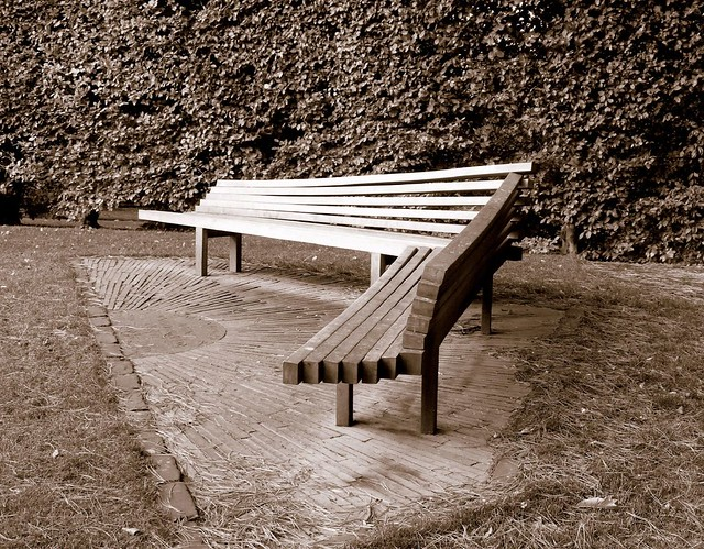 An L Shaped Bench An L Shaped Bench Don 39 T Know How This K Flickr