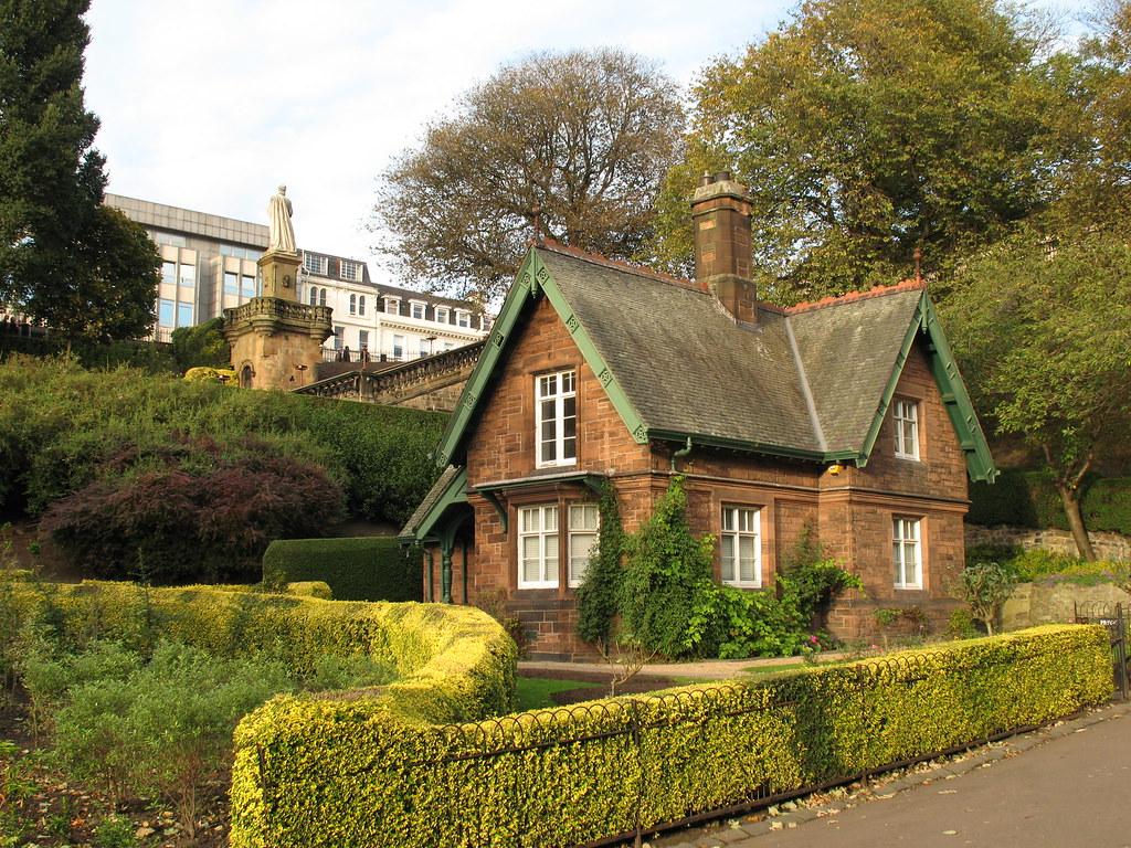 Princes Street Gardens (Edinburgh) | Little house in Prince\'… | Flickr