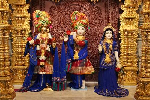 Shri Harikrishna Maharaj and Shri Radha Krishna Dev   Flickr