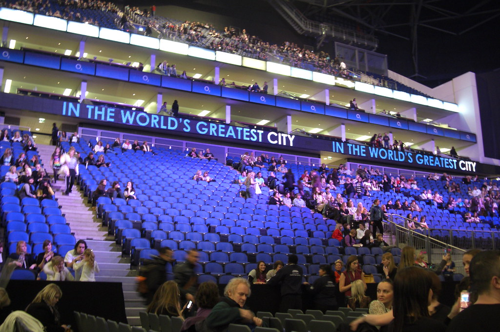 inside the o2 arena waiting for the spice girls martin. Black Bedroom Furniture Sets. Home Design Ideas
