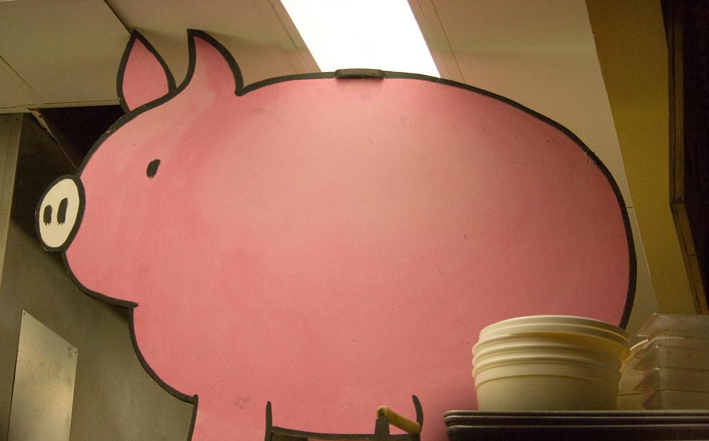Memphis Blues The Pig Watches All Karen Hamilton Flickr