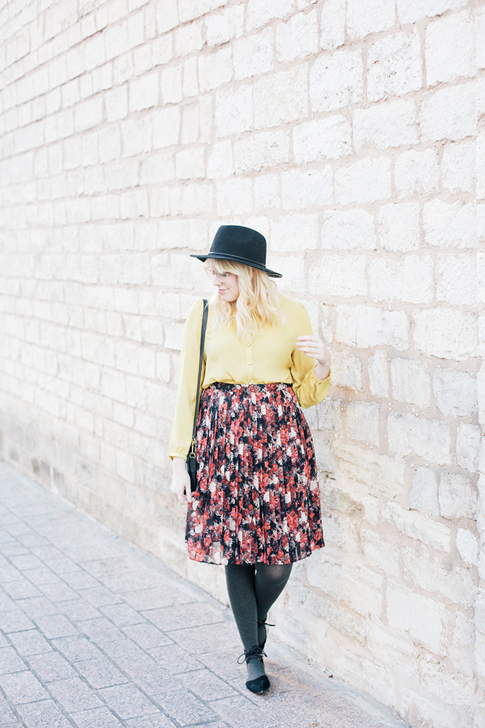 austin fashion blogger floral midi skirt winter outfit6