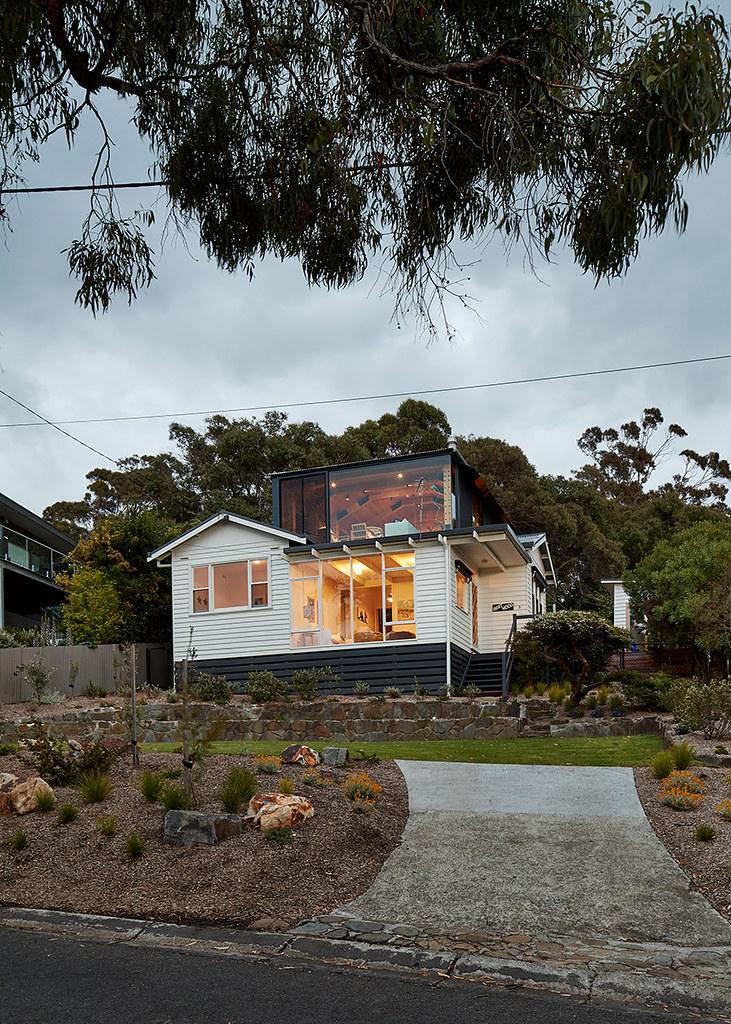 House on stilts design by Austin Maynard Architects in Australia Sundeno_19
