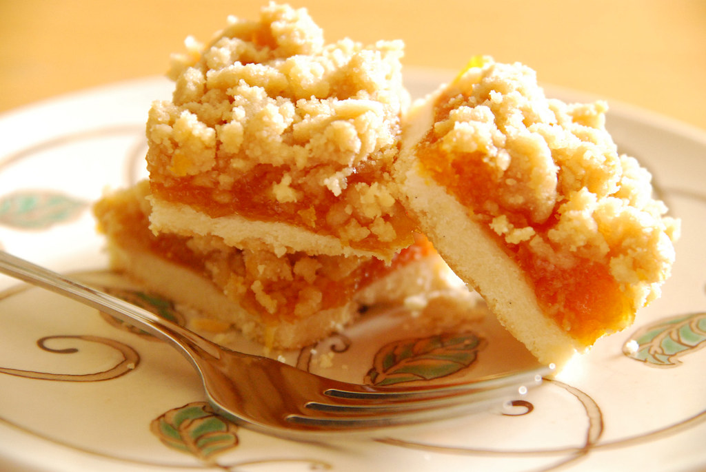 Apricot Crumb Bars. | Shortbread base, apricot filling ...