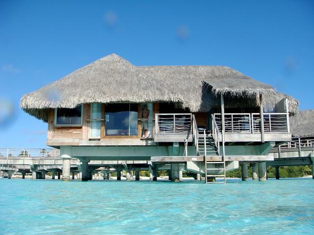 Bora bora overwater bungalow flickr photo sharing for Bungalows flotantes en bora bora