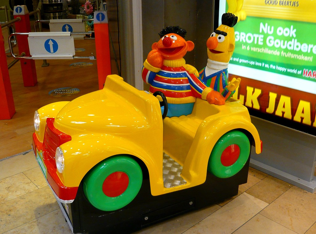 Rollplay Sesame Street 6V Elmo Dizzy Driver Ride-On Car in ... |Sesame Street Car Ride