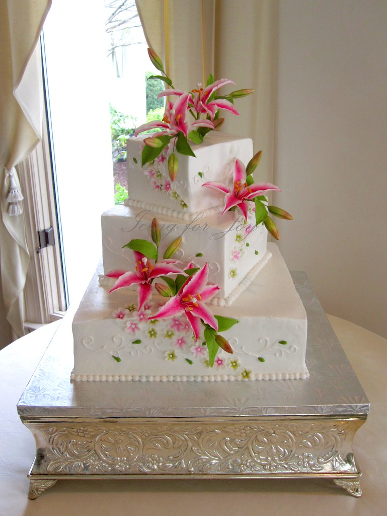 wedding cake with tiger lilies tiger wedding cake white wedding cake with handmade 26974