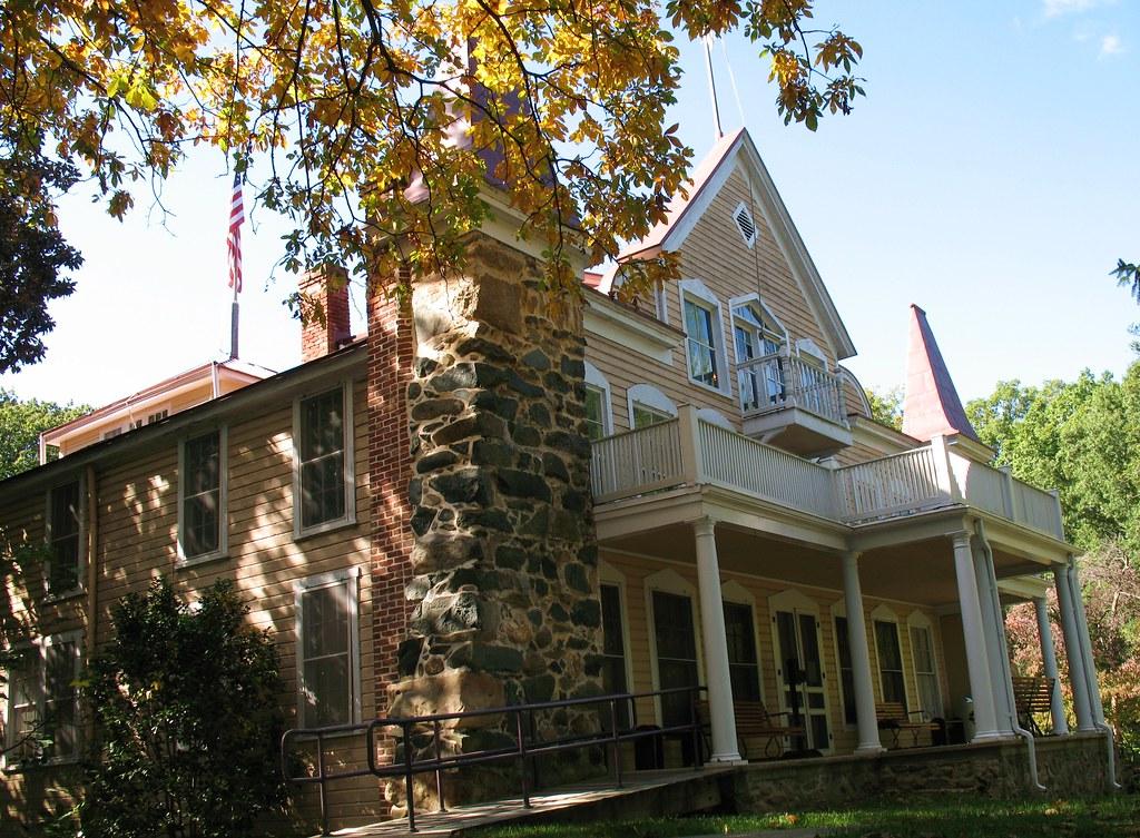 Clara barton house 2 the clara barton house in glen echo for Clara house