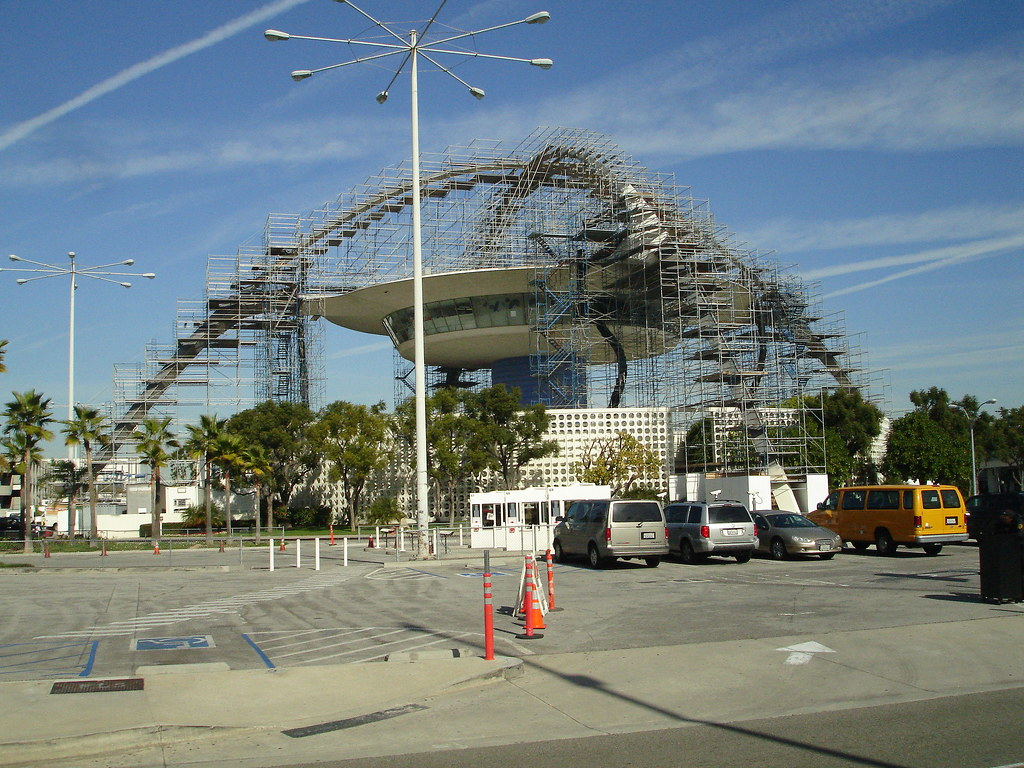 LAX Control Tower | Looks like they are fixing up the old ...
