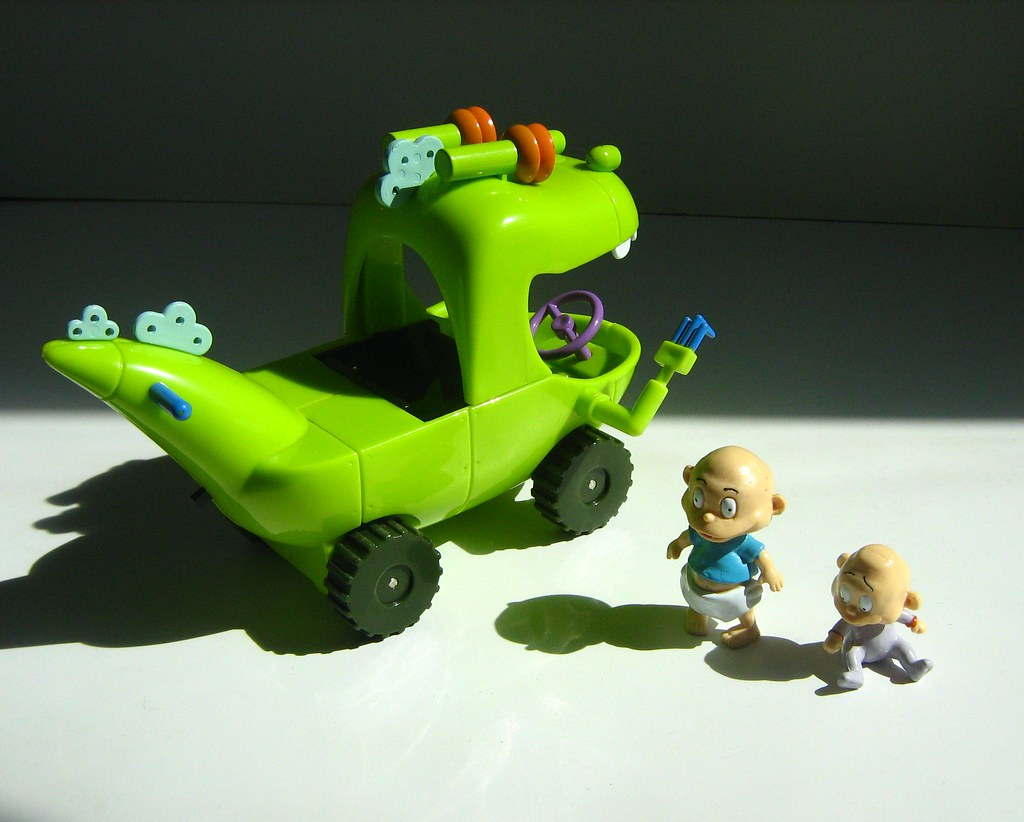 The Rugrats Movie - Reptar Wagon Toy and Tommy and Dil Pic ...