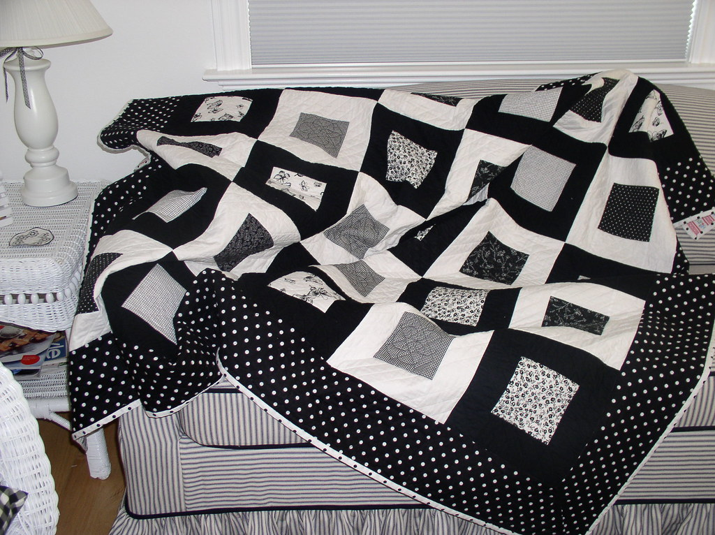 Black and white quilt i 39 ve now been quilting for a year for Black white and gray quilt patterns