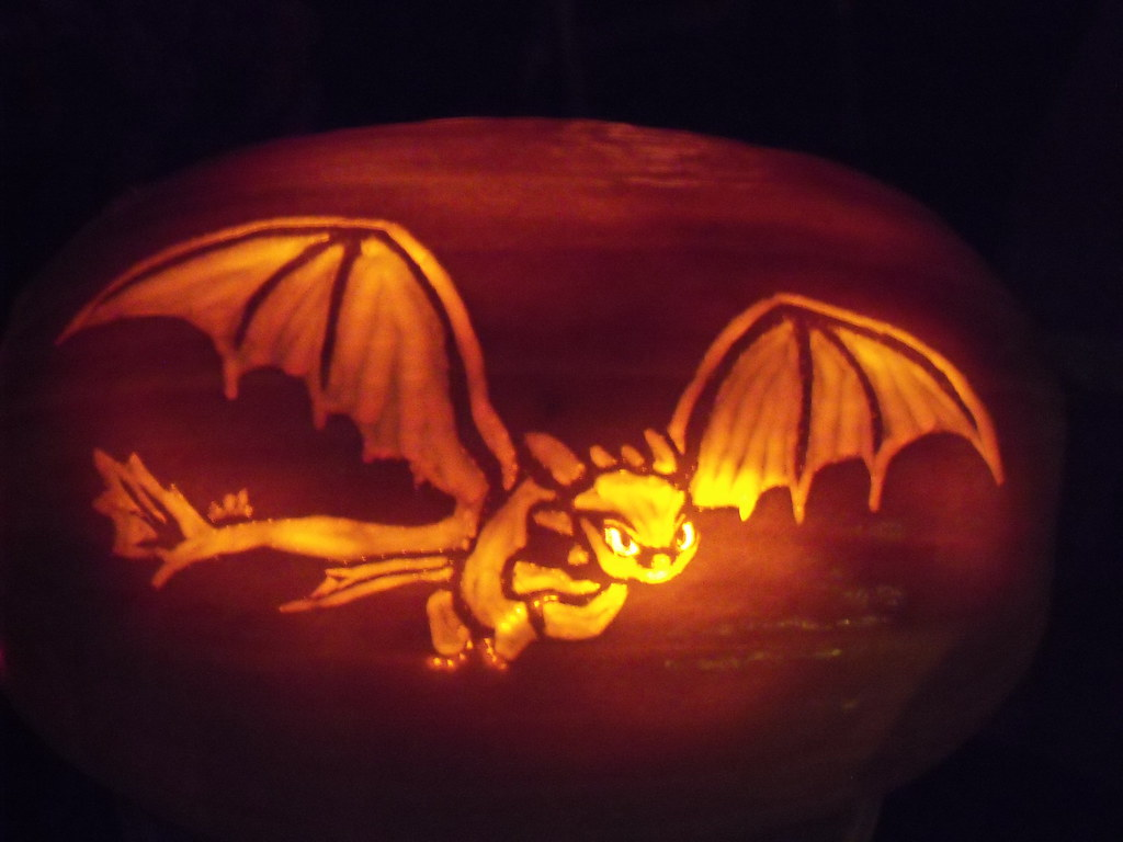 Toothless how to train your dragon pumpkin design