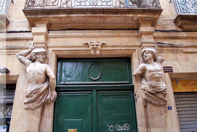 fronton de porte aix en provence les statues d 39 atlantes flickr. Black Bedroom Furniture Sets. Home Design Ideas