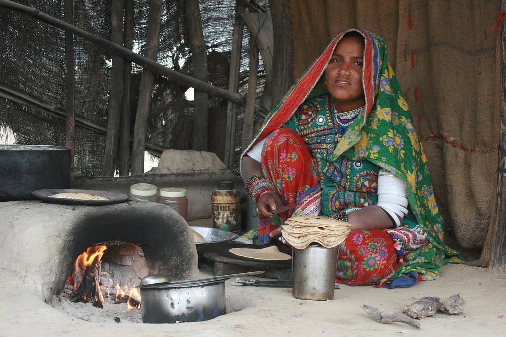 Resultado de imagem para indian village cooking