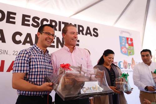 Entrega Quirino Ordaz escrituras a Concordia de las Aguas Termales