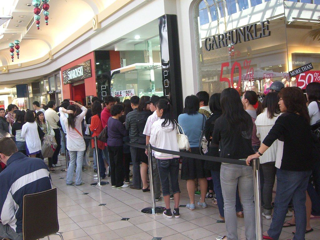 Asians queuing for Swarovski Crystal Boxing Day sale - Cha ...