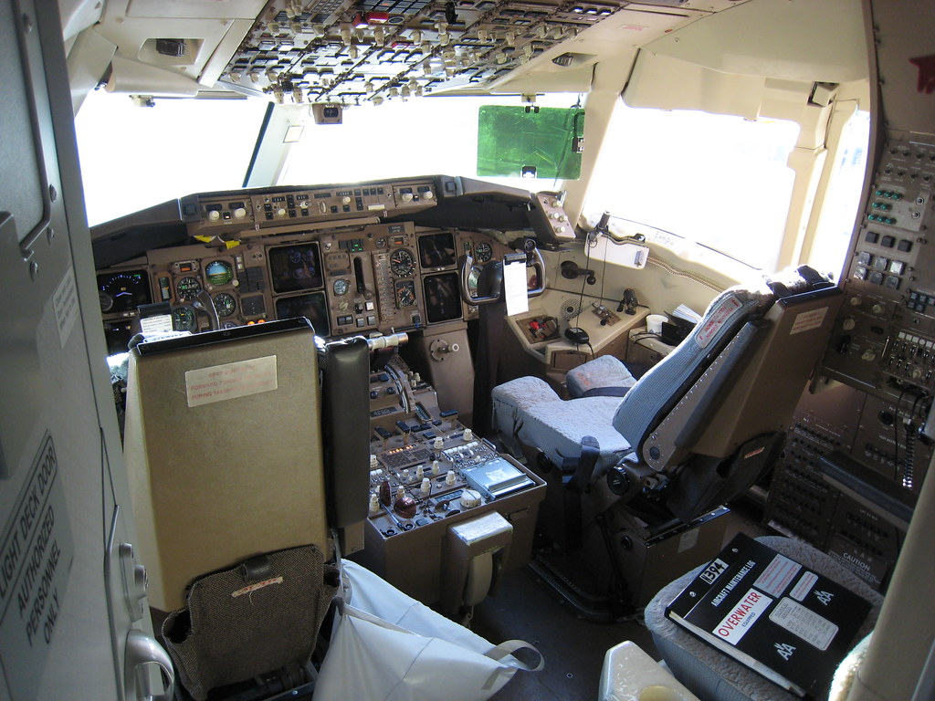767 Cockpit At The Sdq Gate Note The Trash Bag And The