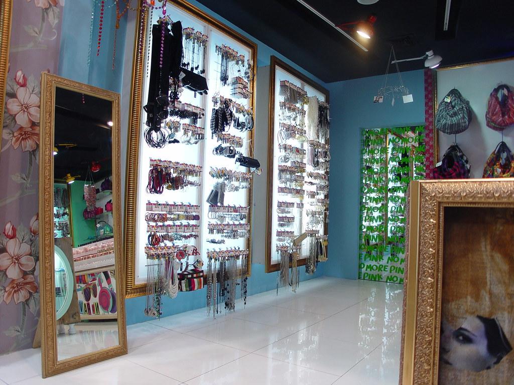 Dise o de tienda boutique y accesorios store design for Disenos para boutique