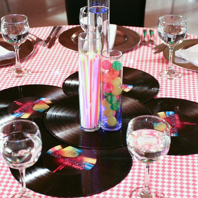 Centros de mesa 15 a os de sara valencia 80 39 s party - Centros de mesa otonales ...