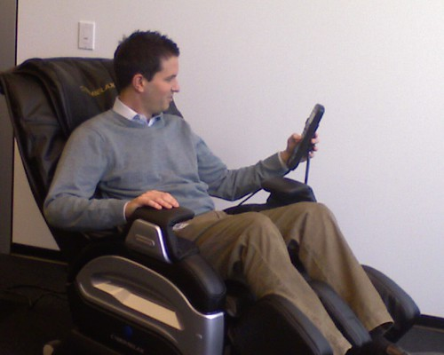 Google dc39s massage chair googler adam tries out the new for Chair massage dc