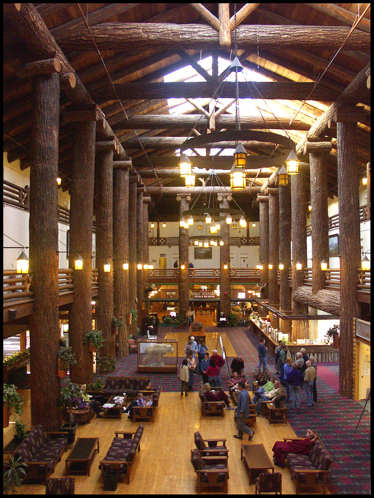Glacier Park Lodge In Montana The Stunning Three Story