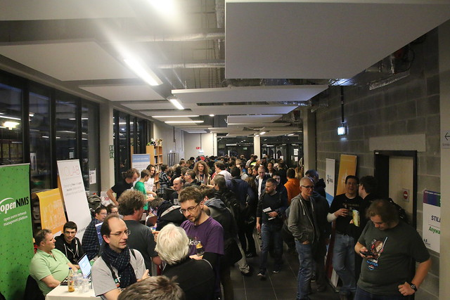 Busy FOSDEM hall