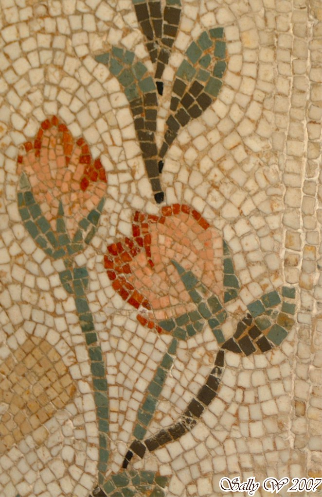 Double Flower Mosaic on Found Glass – Reclaimed Mosaics