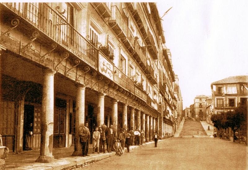 Plaza de Zocodover de Toledo a finales del siglo XIX. Fotografía de Rafael Garzón.