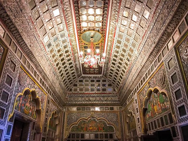 Interior decoration of Mirror Palace in Mehrangarh Fort, Jodhpur, India ジョードプル メヘラーンガル・フォートの宮殿の豪華な装飾