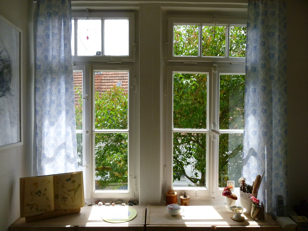 Late spring cleaning clean windows clean curtains for Fenster zieht