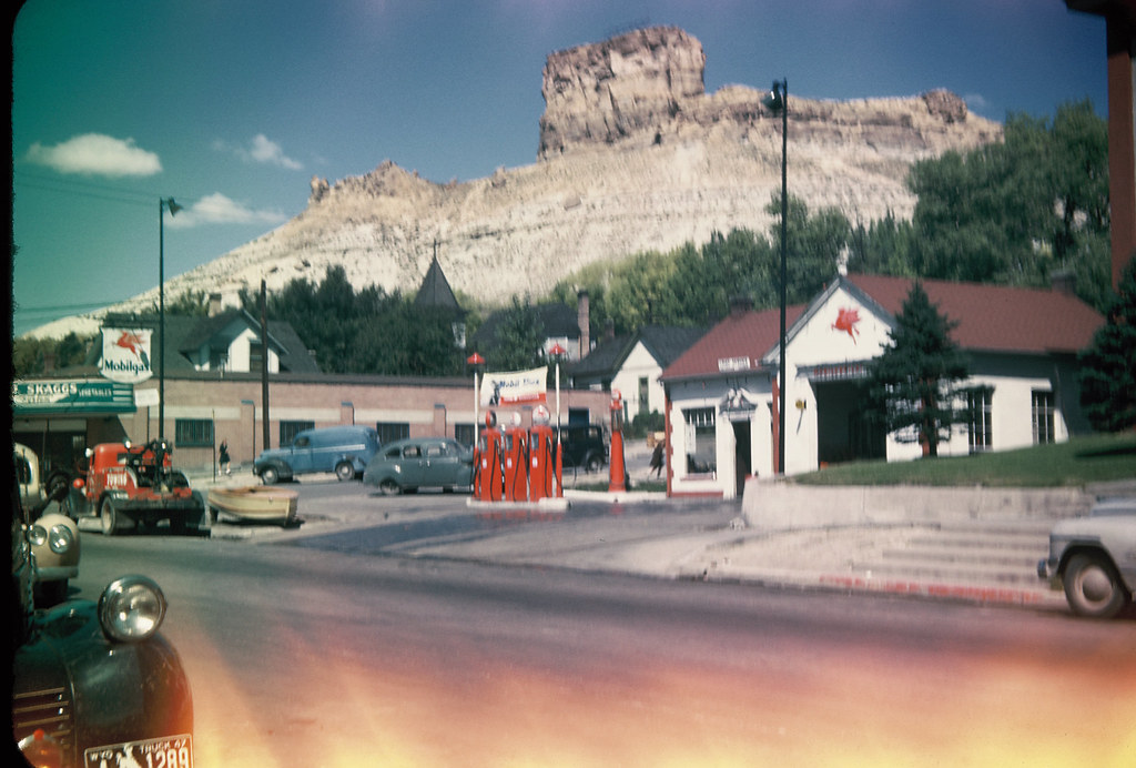 Old Quot Mobilgas Quot Station Green River Wy With Castle Rock