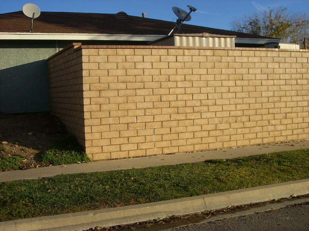 Slump Stone Brick : Slump stone wall orco block lapaz with brick cap