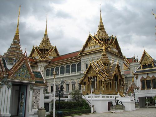 Aphorn Phimok Prasat Pavilion and Chakri Maha Prasat Hall ...