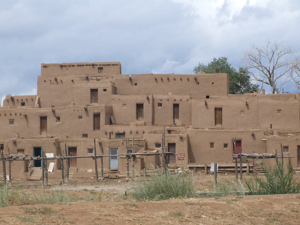1000 year old homes in taos pueblo 4 storey 39 s high and for Pueblo home builders