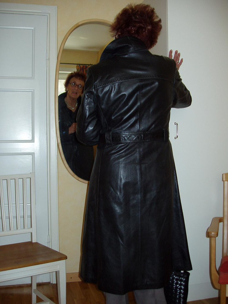 Leather Lady 2 Mature Lady Posing In Leather Coat Lena
