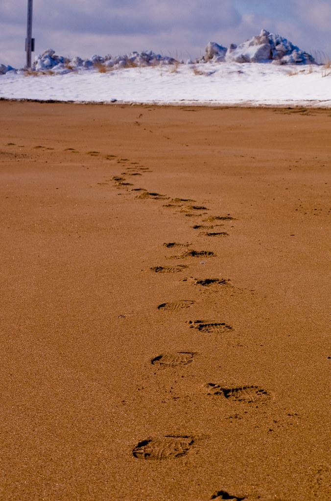 Footprints On Sand Cake