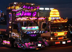 dekotora-trucks-at-night | by benners10