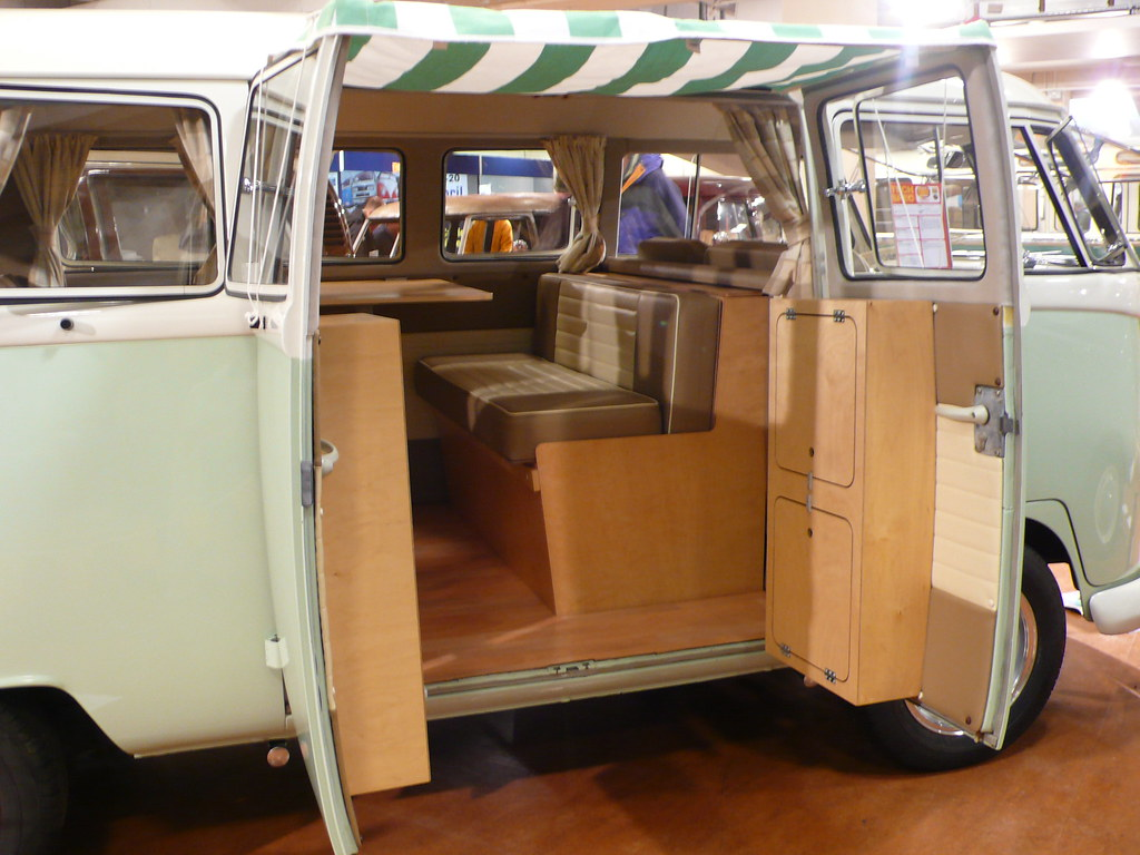 Tidy interior on this split screen ian lloyd flickr for Vw kombi interior designs