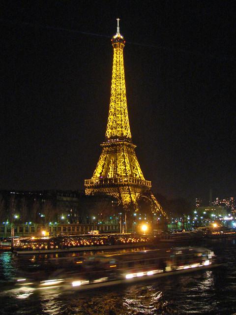 La Tour Eiffel De Nuit Paris Vue De Nuit De La Tour Eiff Flickr