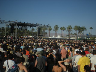 Vampire Weekend plays for a huge crowd | by freeloosedirt